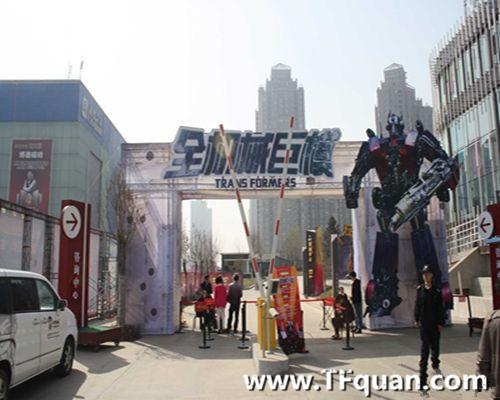 【新闻追踪】山西太原某广场变形金刚展览活动引宾客驻足